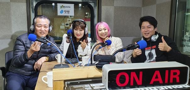 왼쪽부터 가수 이탁, 복희 DJ 단야, 권률