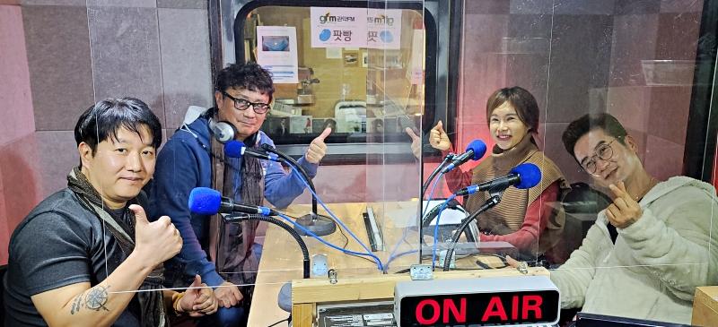 [생방송 끝] 가수 김시영, 최마루와 DJ 이수나, 전영민